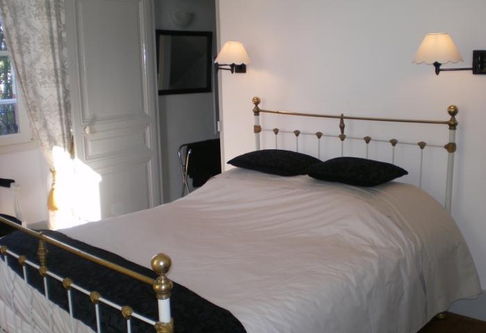 chambres d 39 h tes l 39 oustal bourges chambre d 39 h tes berry province. Black Bedroom Furniture Sets. Home Design Ideas