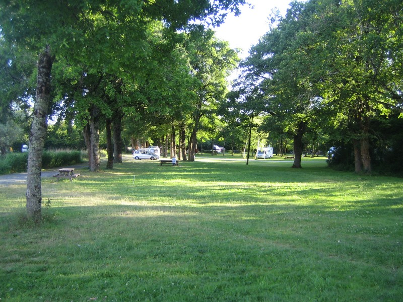 Camping municipal les millots rosnay terrain de for Camping camp municipal au jardin